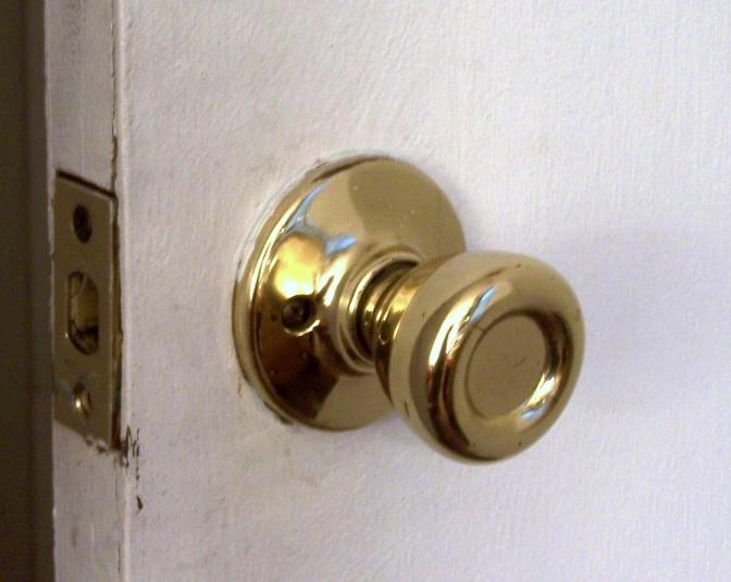 Gold_doorknob_crop